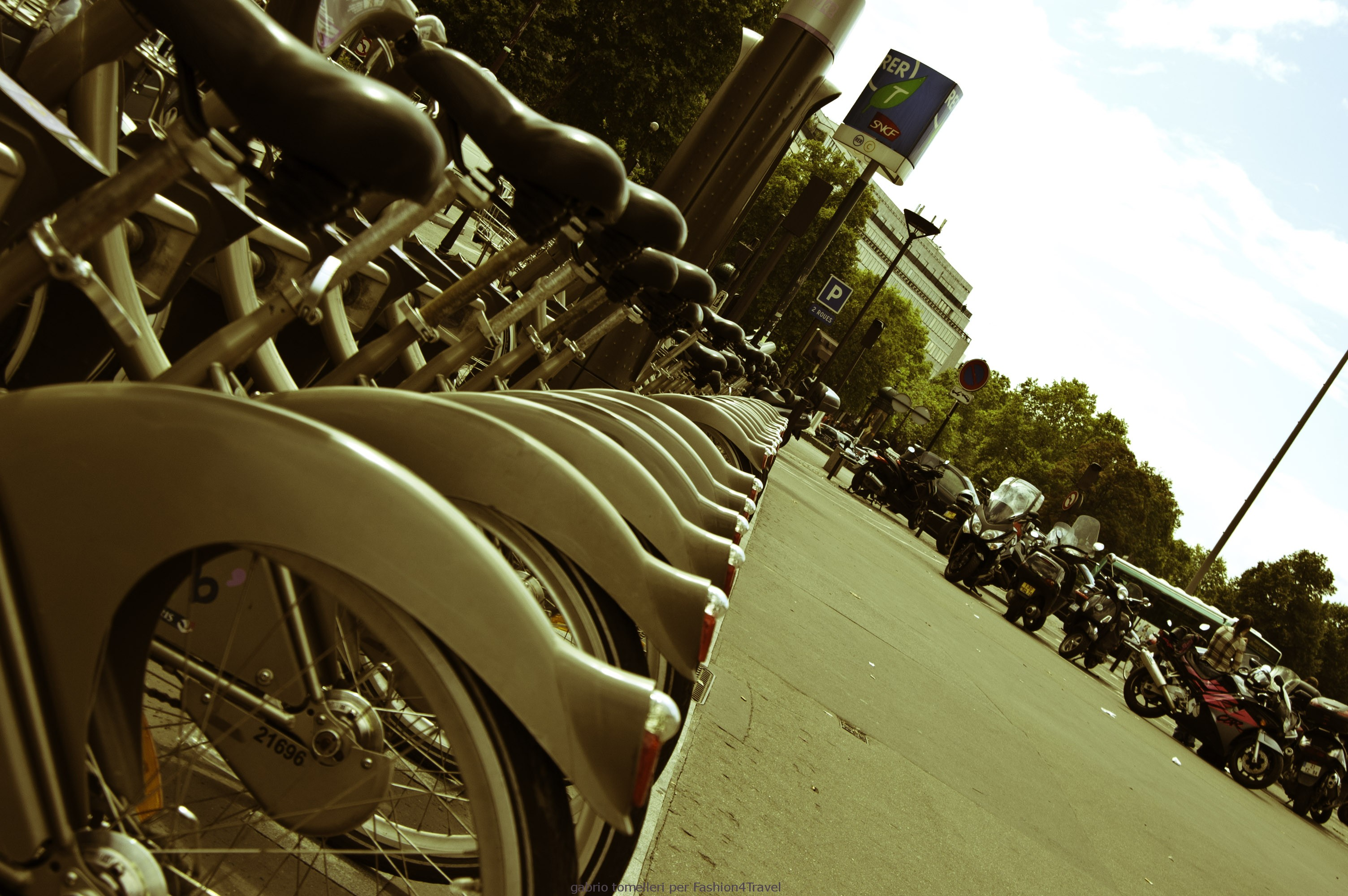 biciclette pubbliche parigi velib
