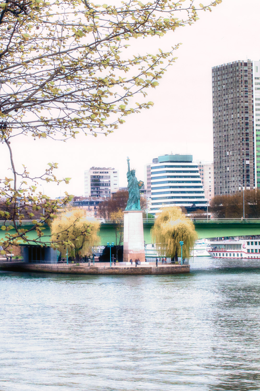 torre statua-studiotomelleri-statua della libertà a parigi