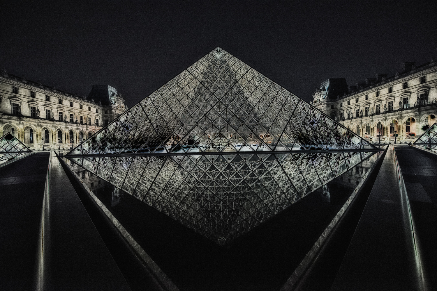peca-studiogabriotomelleri-Louvre by night